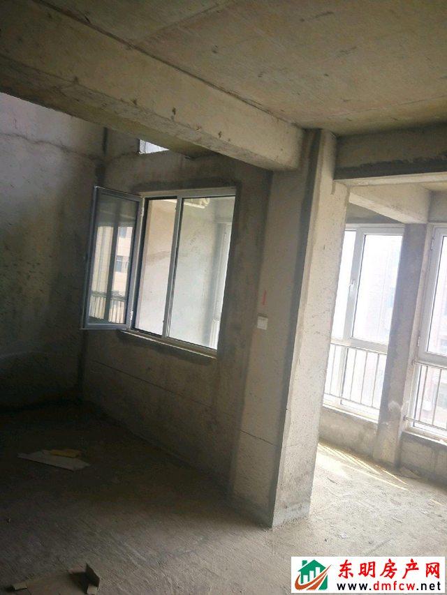 天正中央大街 5室3厅 310平米 毛坯 120万元