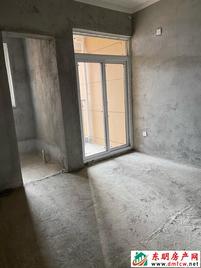 天正中央大街 3室2厅 120.75平米 毛坯 45万元