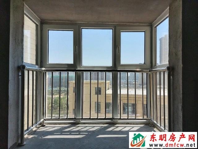 天正中央大街 3室2厅 120平米 毛坯 37.9万元