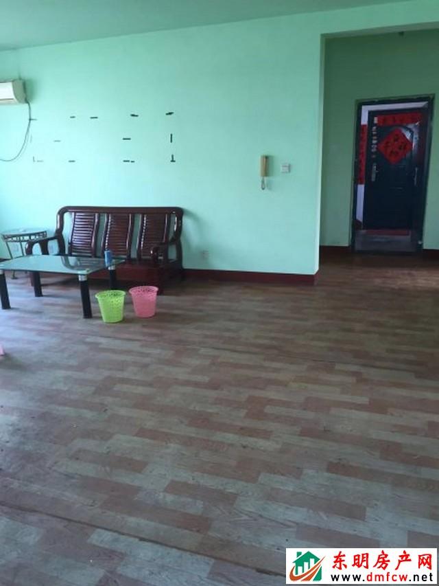 园丁小区 3室2厅 125平米 简单装修 40万元