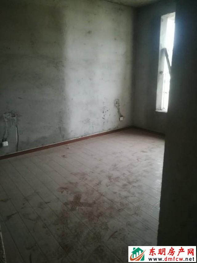 水岸鑫城 5室2厅 195平米 毛坯 73万元