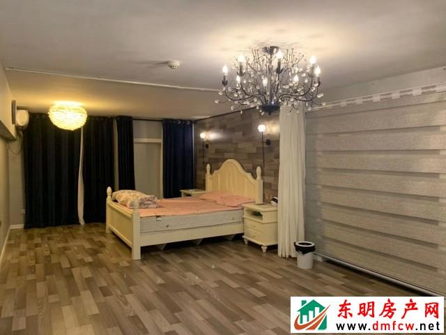 金座小区 2室1厅 50平米 豪华装修 28万元