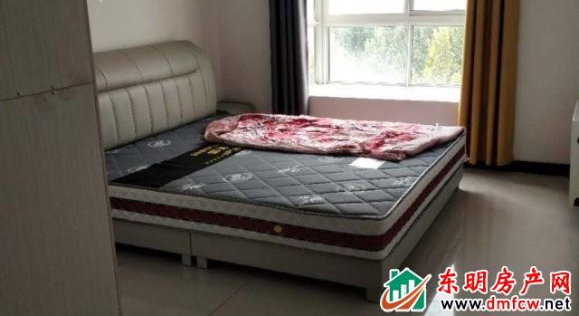 水岸鑫城 3室2厅 130平米 简单装修 1250元/月