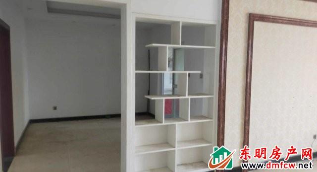 丰海御龙湾西区 3室2厅 125平米 简单装修 60万元