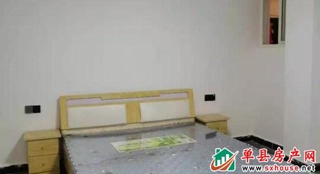 水岸鑫城 3室2厅 130平米 精装修 60万元