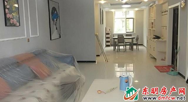 龙脉御园 3室2厅 146平米 精装修 1750元/月